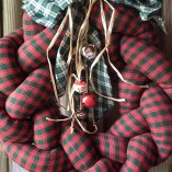 red-green-plaid-wreath